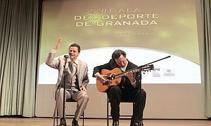 Juan Pinilla canta las coplas de Gerald Brenan en el Teatro Alhambra