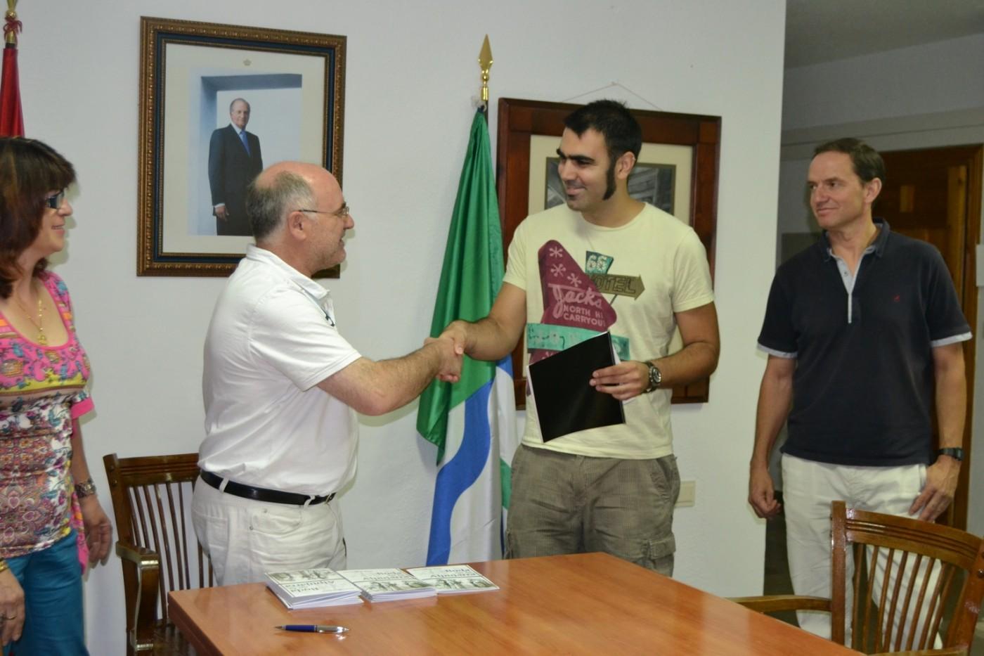 Mario de la Torre recibe homenaje en el municipio de Alpujarra de la Sierra