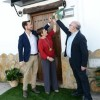 Alpujarra de la Sierra dedica su aula cultural a un nieto del primer presidente de la II República