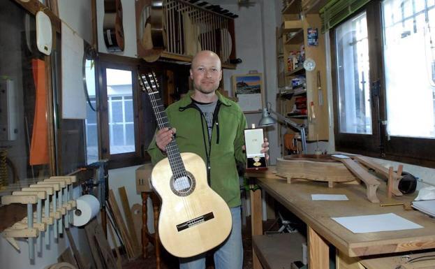 Estados Unidos y China se interesan por Sergio Valverde, ganador del Primer Concurso Internacional de Constructores de Guitarras de Granada