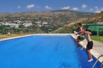 Alpujarra de la Sierra abre su piscina y escuela de verano en Mecina Bombarón y Yegen