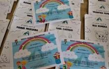 Los niños de Alpujarra de la Sierra reciben un diploma por estar confinados y un cuento en el Día del Libro