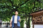 José 'Cigarro' sigue trabajando en su finca de Mecina Bombarón a pesar de haber nacido en 1926