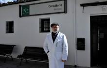José Antonio Gómez es el único alcalde de La Alpujarra que compatibiliza la medicina con la política