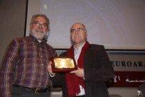 Homenaje al alcalde, José Antonio Gómez, por promover la ruta 'Aben Aboo'