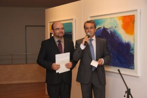 Pedro Garciarias a la izquierda, en la inauguración de la exposición