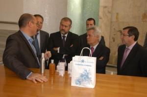 El presidente y vicepresidnete primer de CajaGranada, junto con el director general y directivos de la entidad, durante su visita a la Alpujarra en el Balneario de Lanjarón