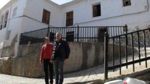 El concejal de Cultura del Ayuntamiento de Mecina Bombarón, José Miguel Pelegrina (izq.) y el investigador Francisco Mingorance